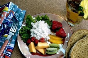 Healthy snack 300x199 Wood Craft Ideas: Log Slice Table